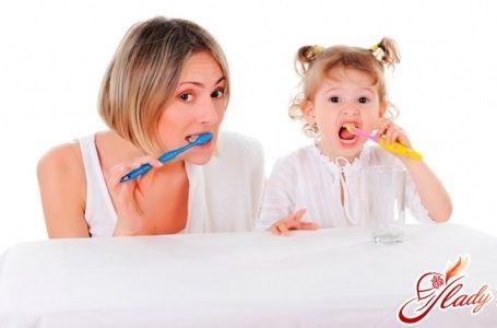 Как чистить зубы годовалому ребенку
