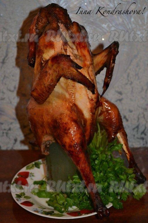Курица в духовке на бутылке