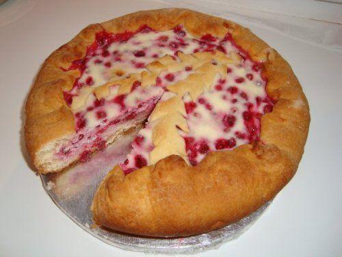 Пирог с брусникой и сметаной