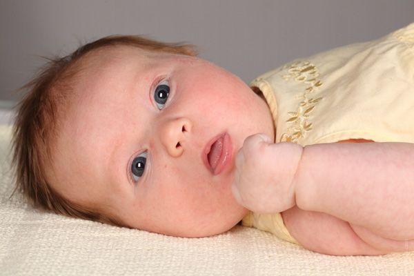 Почему новорожденный икает