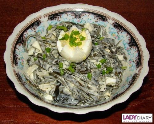 Салат из морской капусты с яйцом