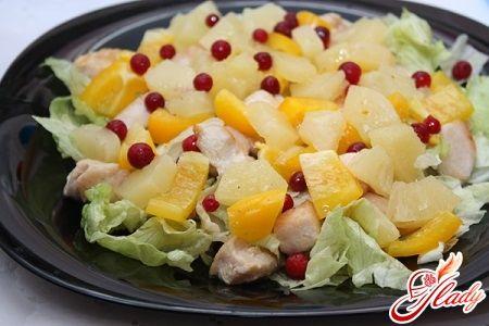 Салат с кальмарами и ананасами