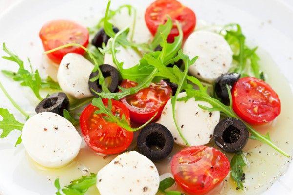 Салат с помидорами черри